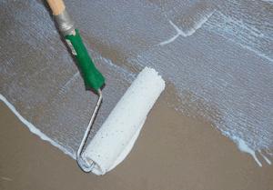 Грунтование пола перед заливкой бетонной стяжки