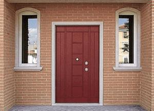 Металлическая дверь в частном доме