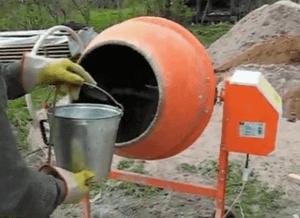Делаем раствор самостоятельно в бетономешалке