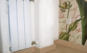 Декоративный короб для отопительных труб