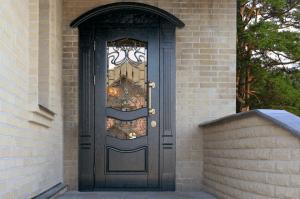 Стальная дверь с элегантной отделкой