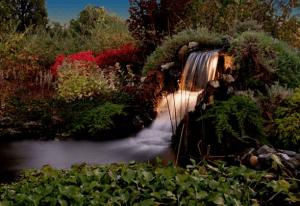 Водопад с подсветкой
