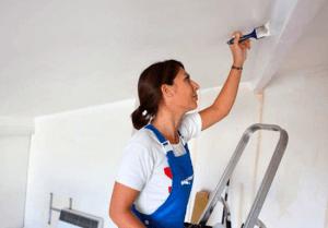 Преимущества беленого потолка