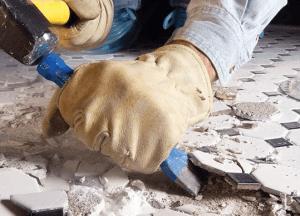 Демонтаж старой плитки с пола