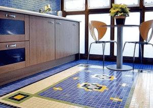 Мозаика на полу в кухне