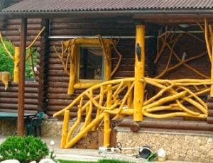 Необычные деревянные перила