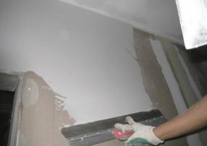 Шпатлевание стен перед поклейкой обоев