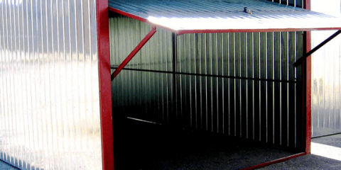 Гараж-пенал с подъемными воротами