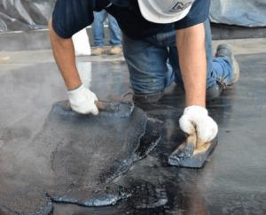 Использование горячей битумной мастики для ремонта крыши