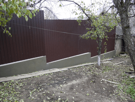 Строим правильно: глубина фундамента под забор