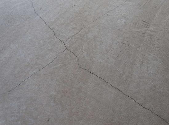 Трещины на стяжке пола что делать