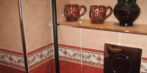Трубы в коробе под плиткой