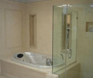 Стекло в ванной - нестареющая классика