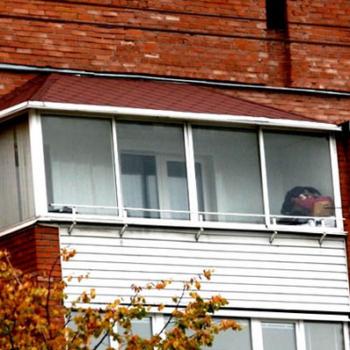 Установка крыши на балкон последнего этажа: этапы работ