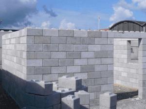 Блоки легко складываются в стены