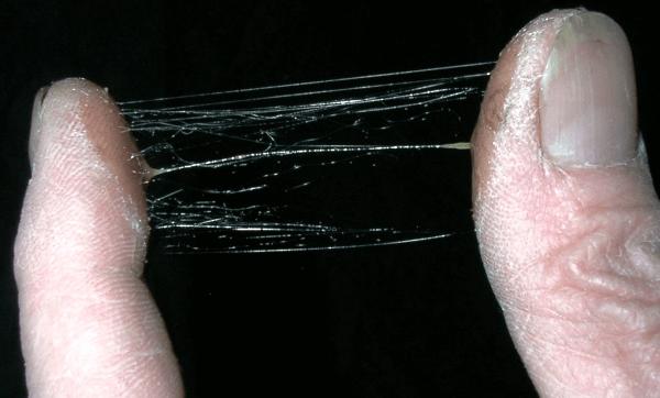 Клей на пальцах