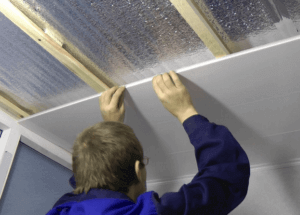 Монтаж панелей на потолке