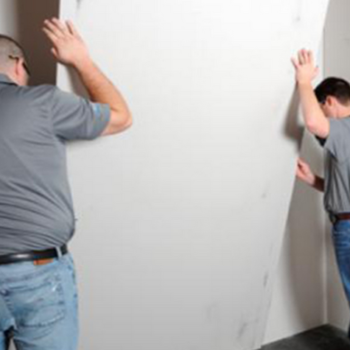 Как зашить стену гипсокартоном: разновидность отделочного материала