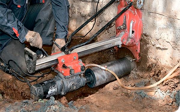Вывод канализационной трубы из дома