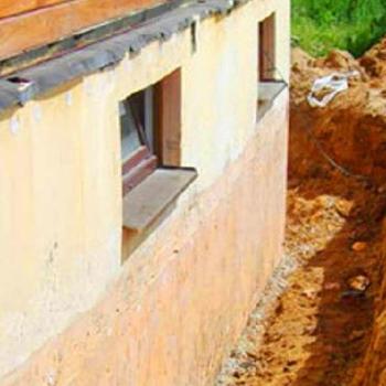Как отремонтировать фундамент деревянного дома: нужные знания