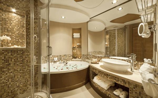 Дизайн ванной комнаты с джакузи и душевой кабиной