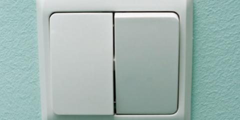 Двухклавишный белый выключатель