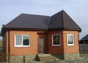 Кирпичный дачный домик