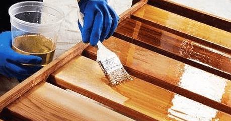 Нанесение олифы перед покраской масляной краской