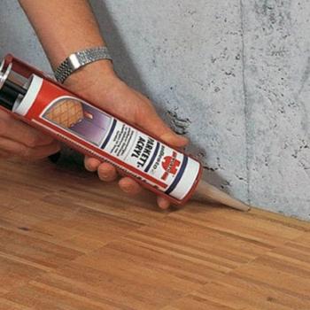 Чем заделать щели между полом и стеной: советы и материалы