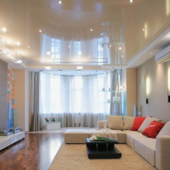 Какая пленка лучше: матовая или глянцевая для потолков