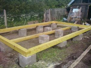 Столбчатый фундамент под легкую постройку