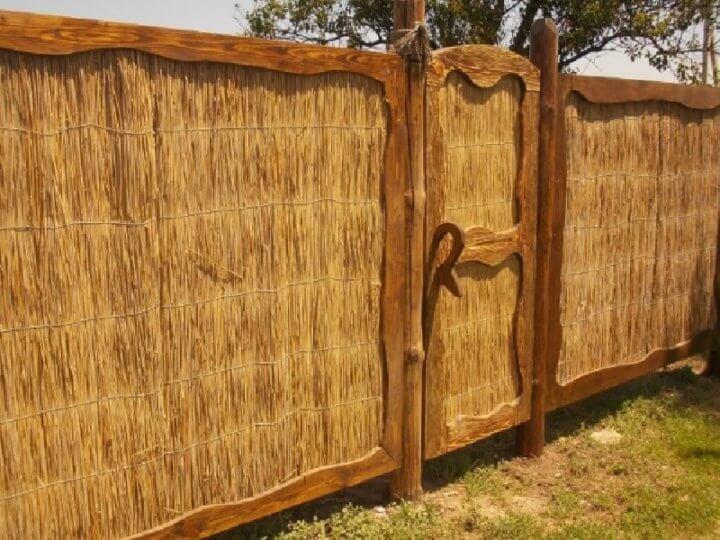 Оригинальный забор с дверью