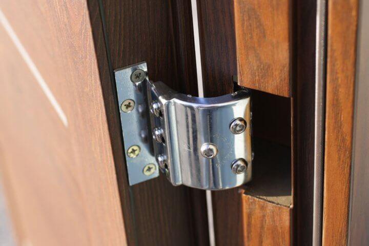 Регулировка металлической двери