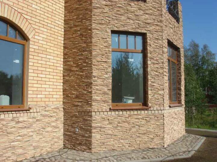 Отделка дома искусственным камнем
