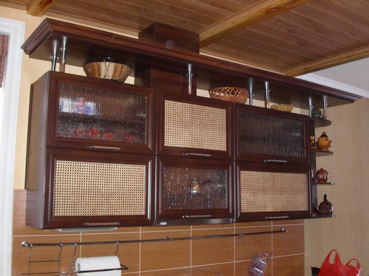 Ротанговое полотно на кухонном фасаде