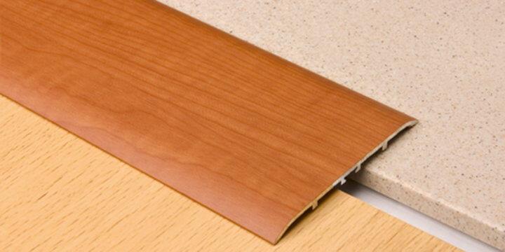 Широкий порожек для соединения ламината и плитки
