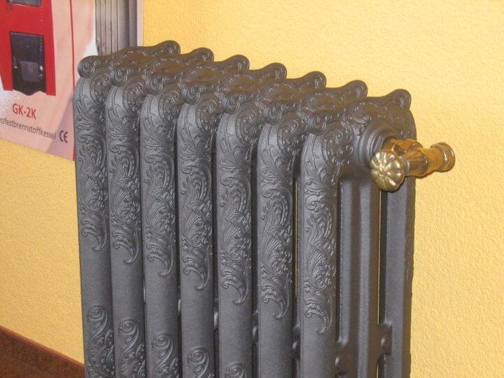 Чугунный радиатор в ретро стиле