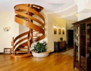 Винтовая лестница в частном доме