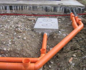 Трубы канализации на участке