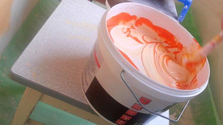 Перемешивание краски перед нанесением