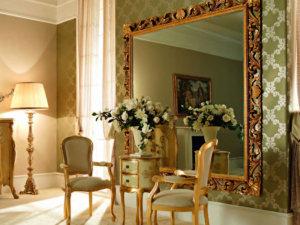 Зеркало в раме для интерьера