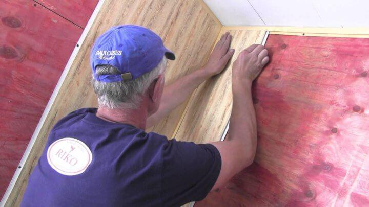 Монтаж стеновых панелей на клей