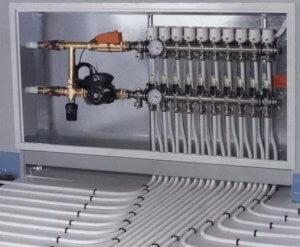 Укладка труб коллекторной системы отопления