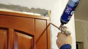 Чем и как убрать монтажную пену из двери
