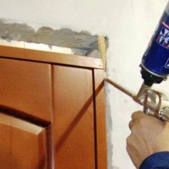 Как убрать монтажную пену с двери, металлической, шпонированной, ламинированной, изготовленной из МДФ