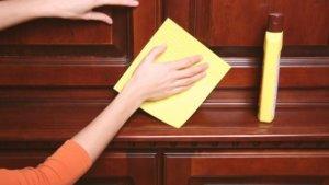 как убрать монтажную пену с деревянной двери