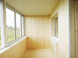 Утепленный потолок на балконе