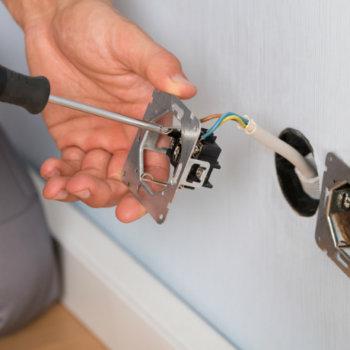 Как сделать розетку в бетонной стене, как установить блок розеток