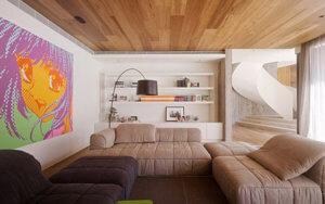 Потолок из недорогих пород дерева