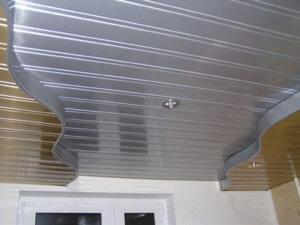 Металлический потолок реечного типа